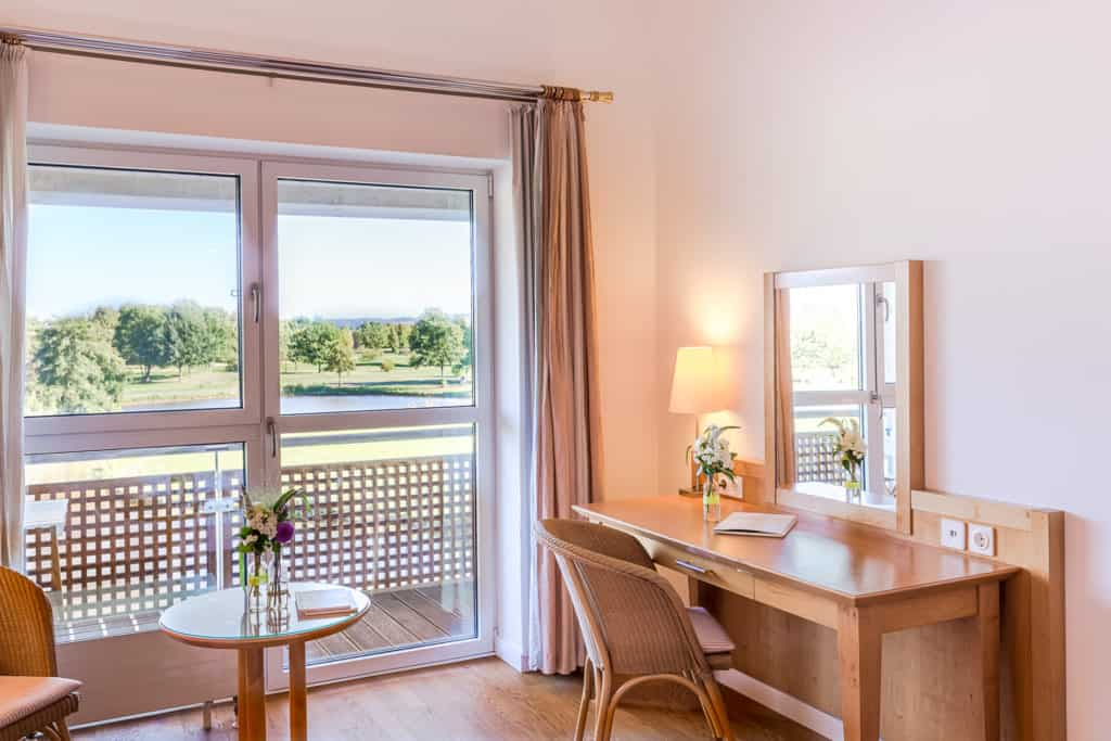 Doppelzimmer Golfhotel Lindenhof Bad Vilbel Schreibtisch